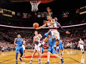 130502132709-damian-lillard-layup-single-image-cut